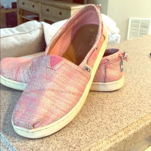 TOMs kids shoes in sparkle pink